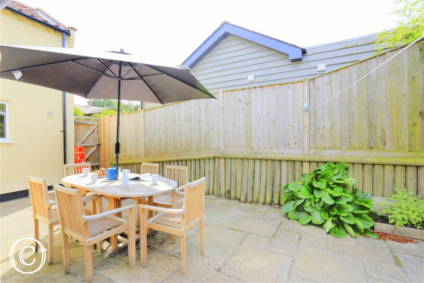 Enjoy the great outdoors at Garden House and socialise with your family and friends around this lovely garden table and chairs.