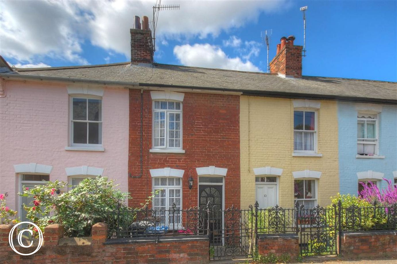 This quaint Cottage for 3 people is on Park Road in Aldeburgh.