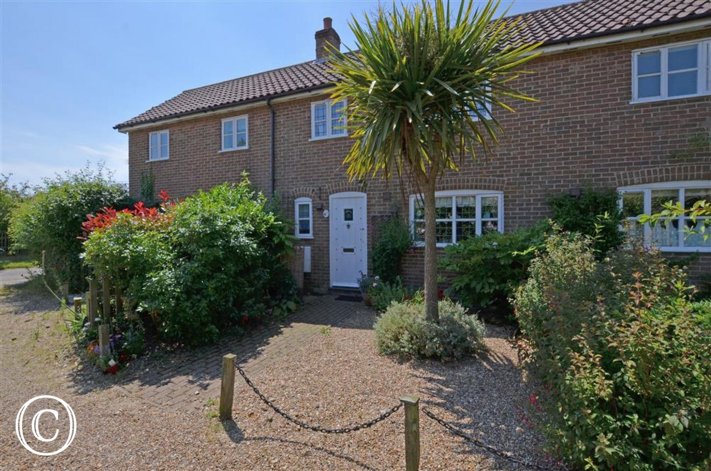 This cute little property in Friston is ideally located to explore Suffolk and is close to Aldeburgh and Thorpeness.