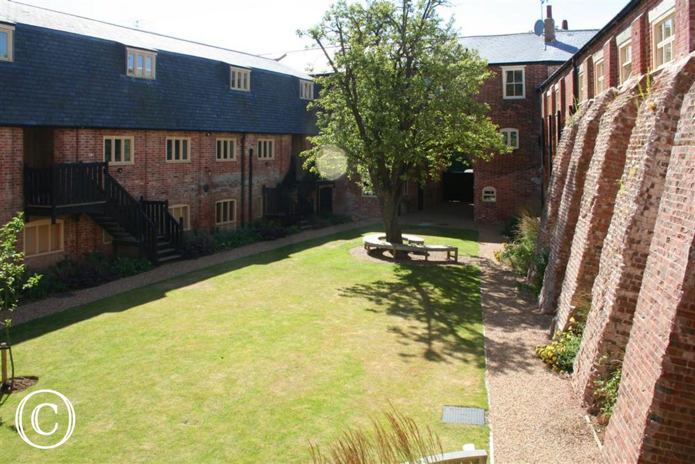 Super views out onto this courtyard from this top floor appartment.