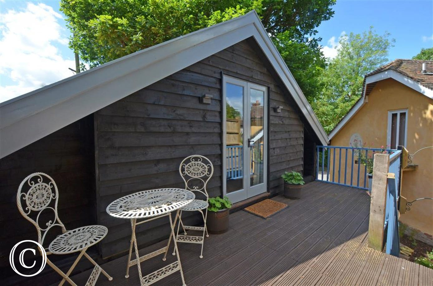 This quaint Lodge will allow two of you to truly get away from it as it's up on the first floor tucked away off the road  in the quiet village of Badingham.