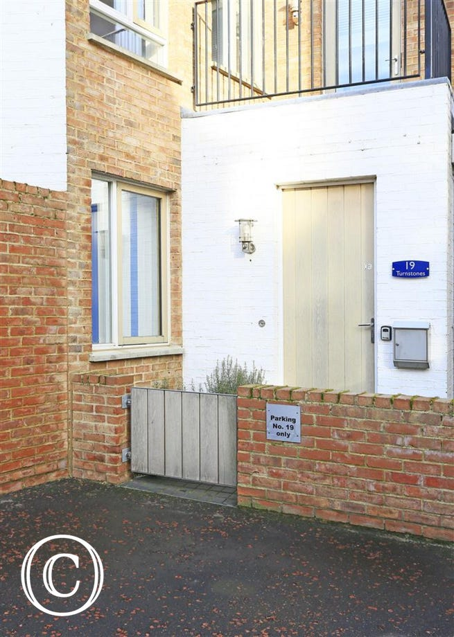 Turnstones' is a ground floor apartment situated in the award winning Tibby's Triangle in Southwold with a parking space.