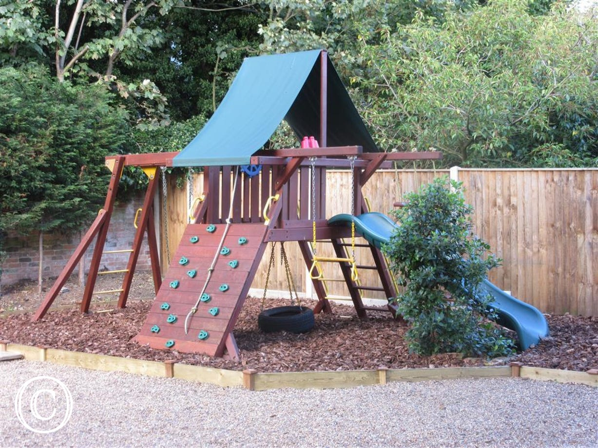 Children's Play Area - View 3
