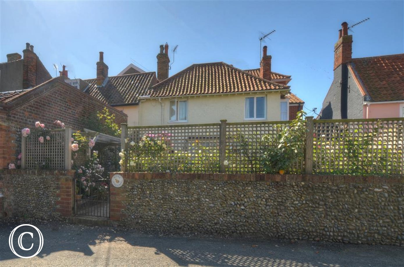 Rose Cottage is located in St James Green, with the Sole Bay Pub, Sweet Shop and the sea just yards away.