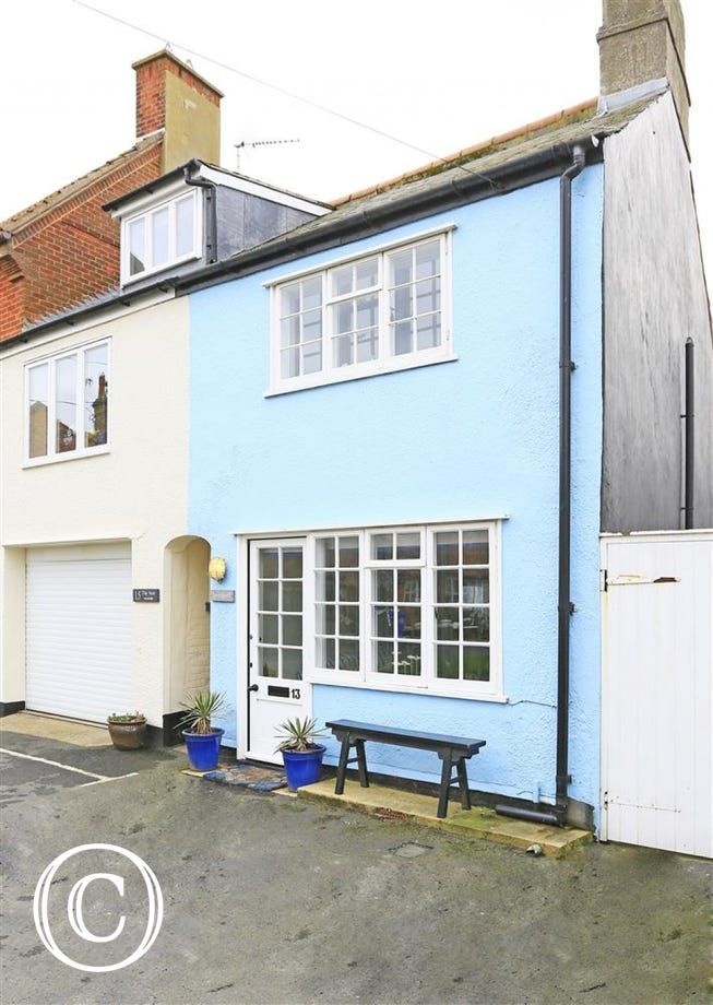 Located on St James Green, a desirable location for holidays in Southwold you'll find Speedwell - beautifully modernished and furnished to the highest standard.