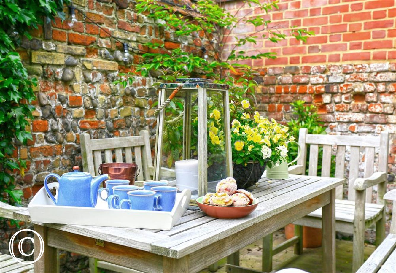 Enjoy a few alfresco meals or a nice cup of tea in the midday sun that slowly makes it way over this pretty courtyard garden.
