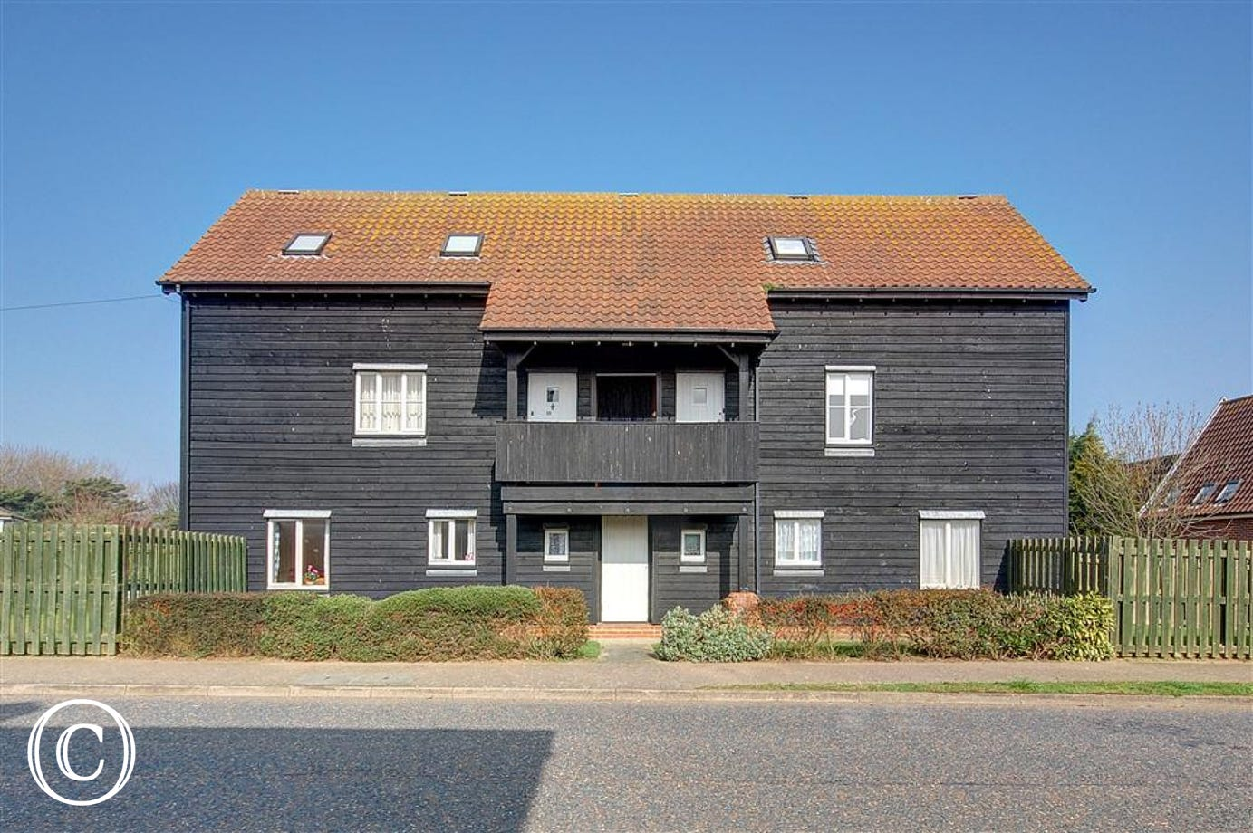 The Quarter Deck is a beautifully presented apartment benefiting from light and spacious accommodation. It is located in the popular seaside town of Aldeburgh.
