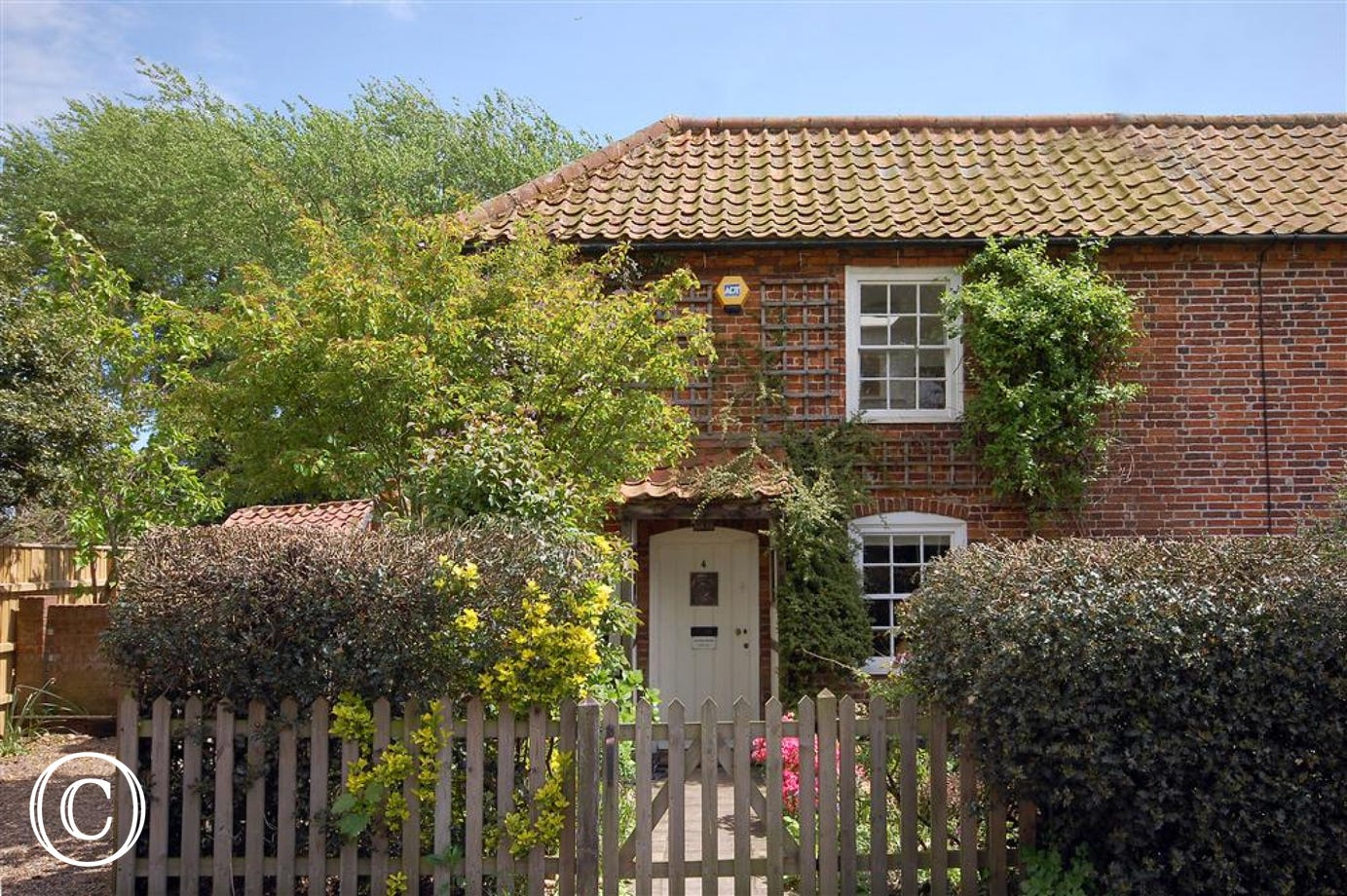 This pretty property is situated in the village of Reydon the close by neighbour of Southwold, the property offers characterful accommodation for 6 people with parking and courtyard areas.