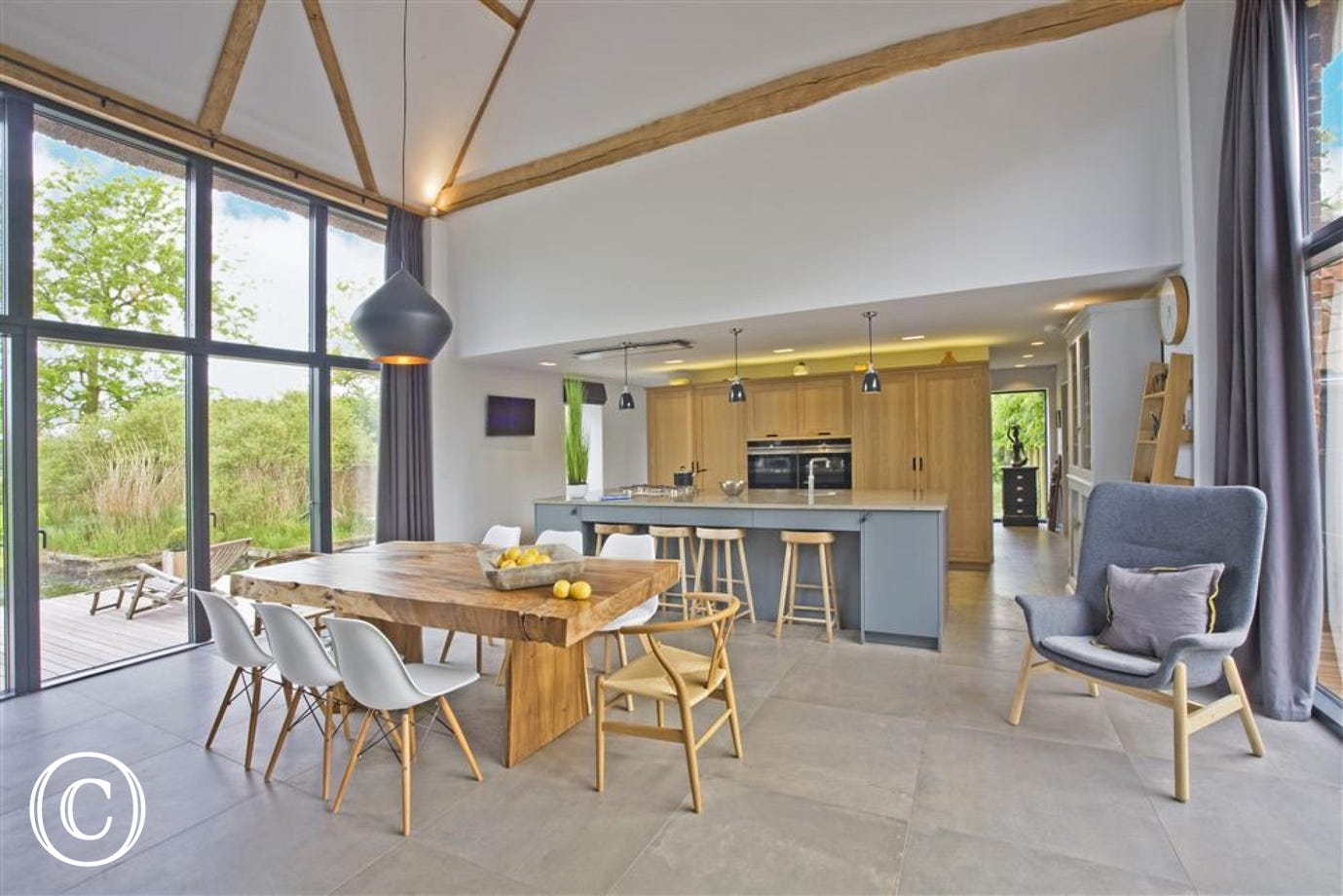 Alexandra Barn is a stunning newly renovated barn conversion close to the Coast
