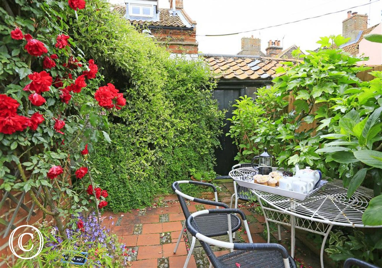 Pretty courtyard area, perfect on a summers day for dining and enjoying the sunshine.