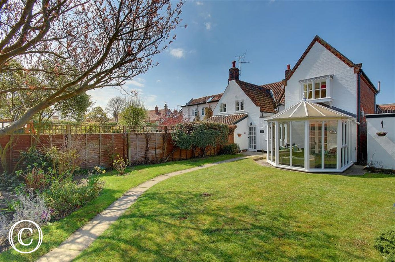 Church Farm Cottage resides in Aldeburgh and can be accessed from the Parish Church.