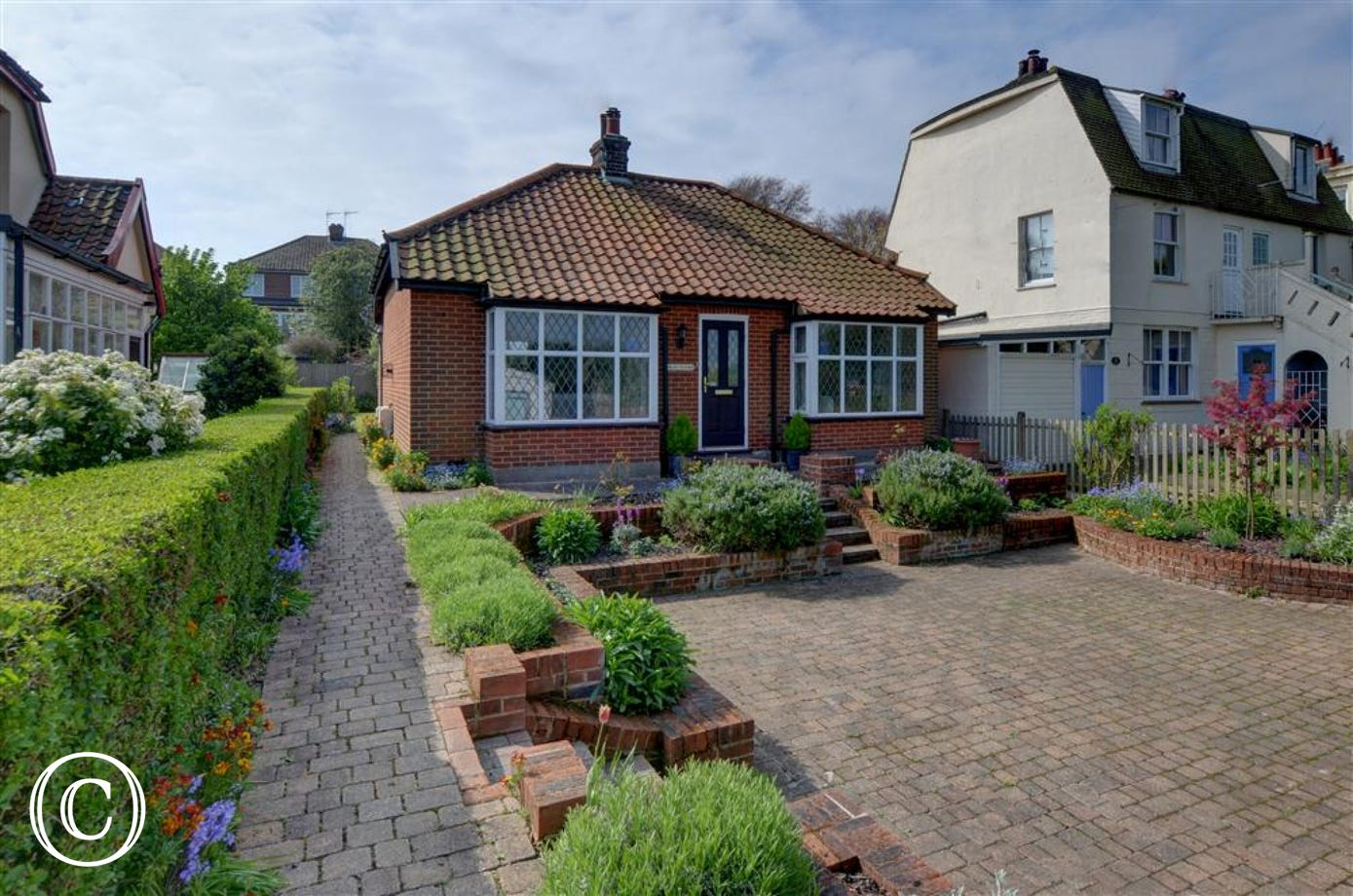 Wolsey Cottage is a very comfortable and well cared for bungalow in the seaside town of Southwold.