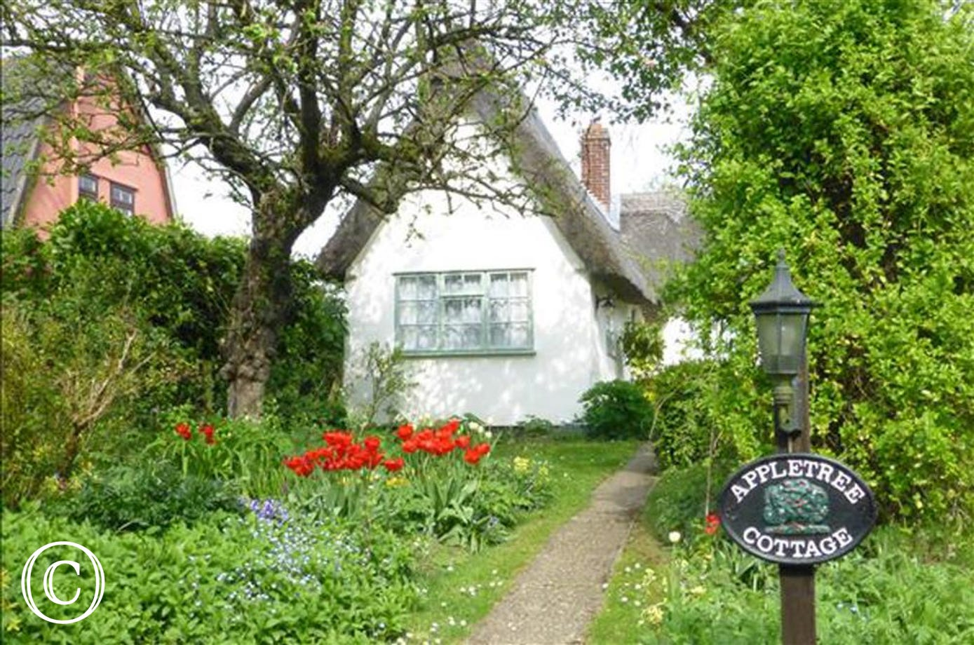 Apple Tree Cottage is a picture postcard property in the Village of Denston not far from popular Bury St Edmunds.