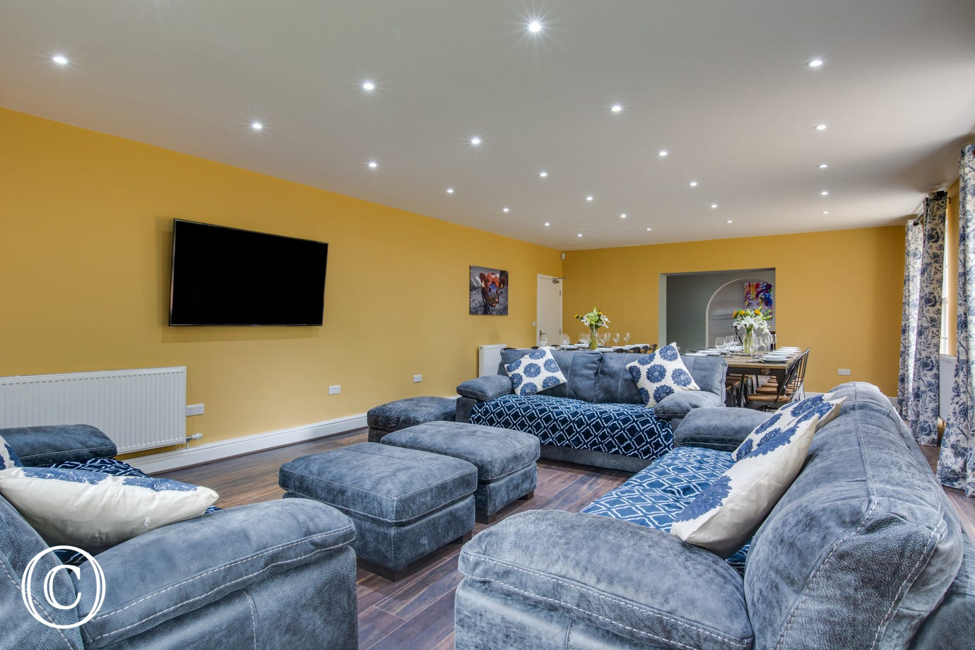 Lounge with comfortable seating & TV