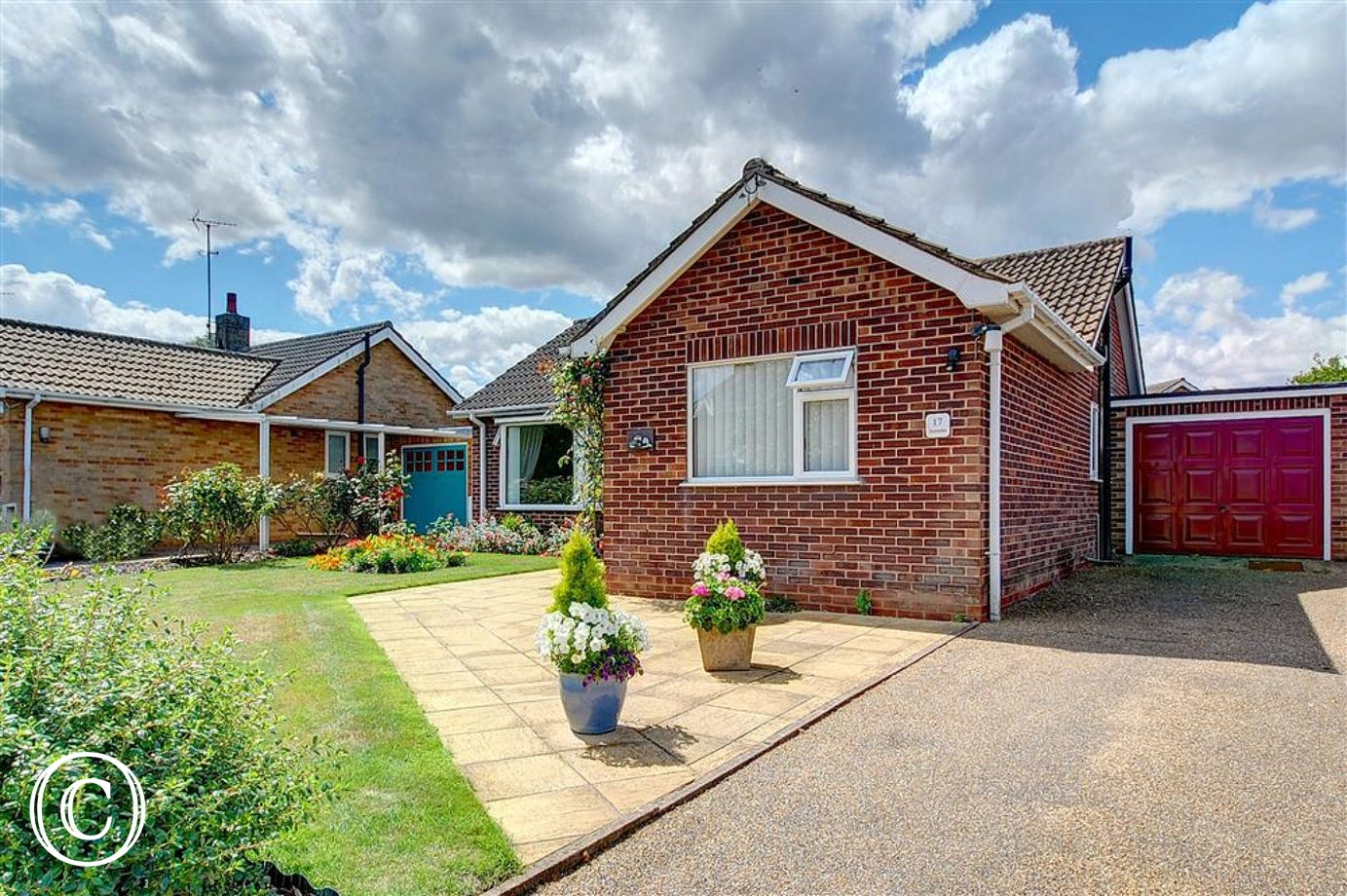 Sunsette is a comfy homely bungalow situated in the charming village of Reydon, within close proximity to Southwold and sleeps 4.