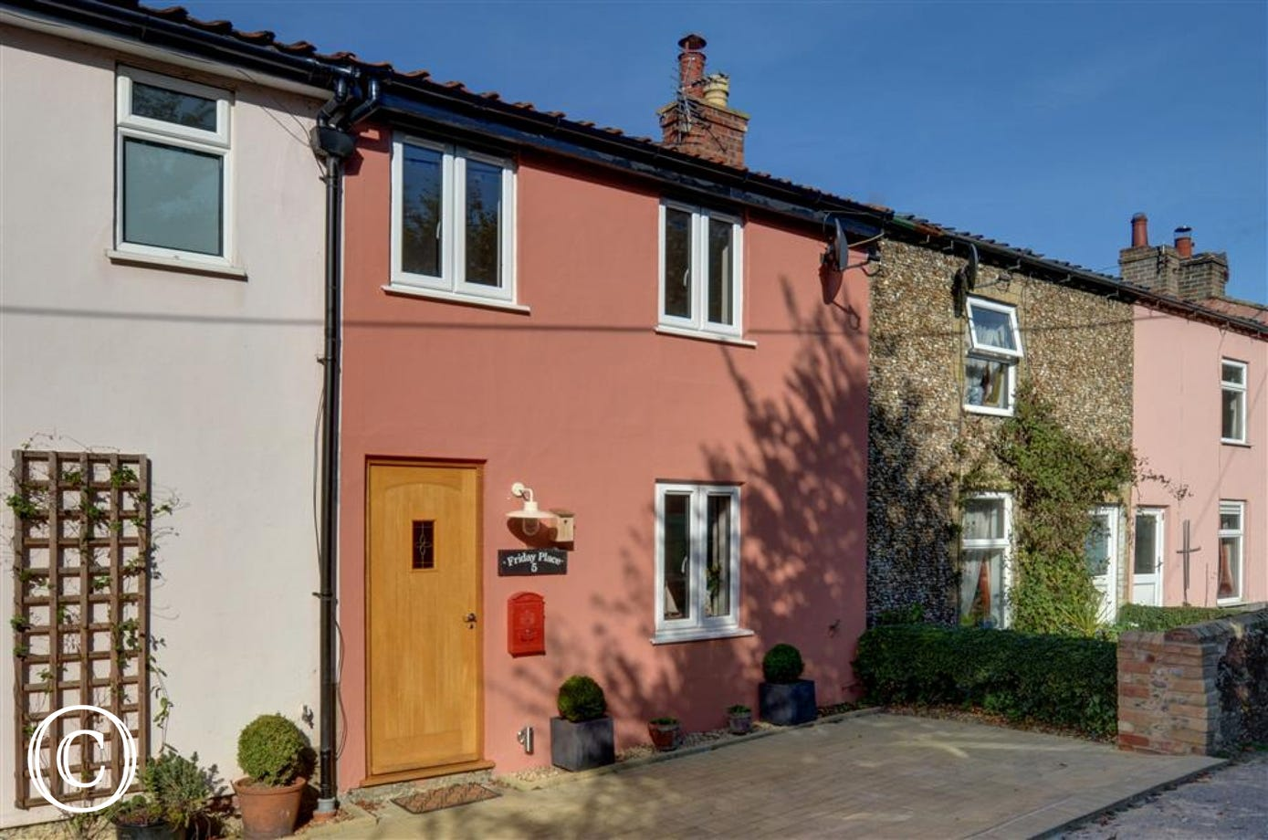 Friday Place, sleeping 4 is in the pretty village of Middleton and is a striking Suffolk Pink in colour.