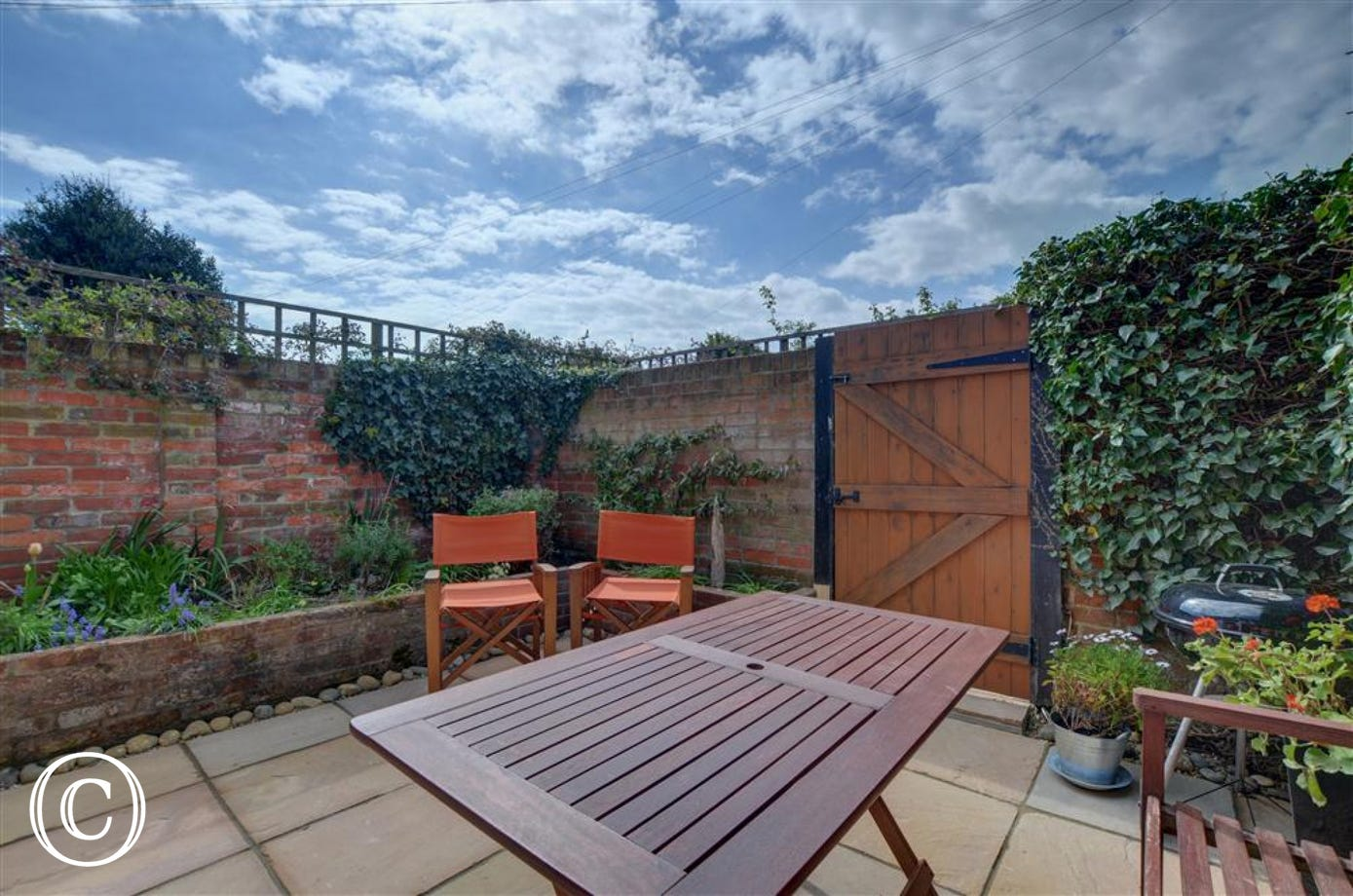 Enjoy this pretty outside space with seating a table and a BBQ so you can enjoy the Southwold sunshine.
