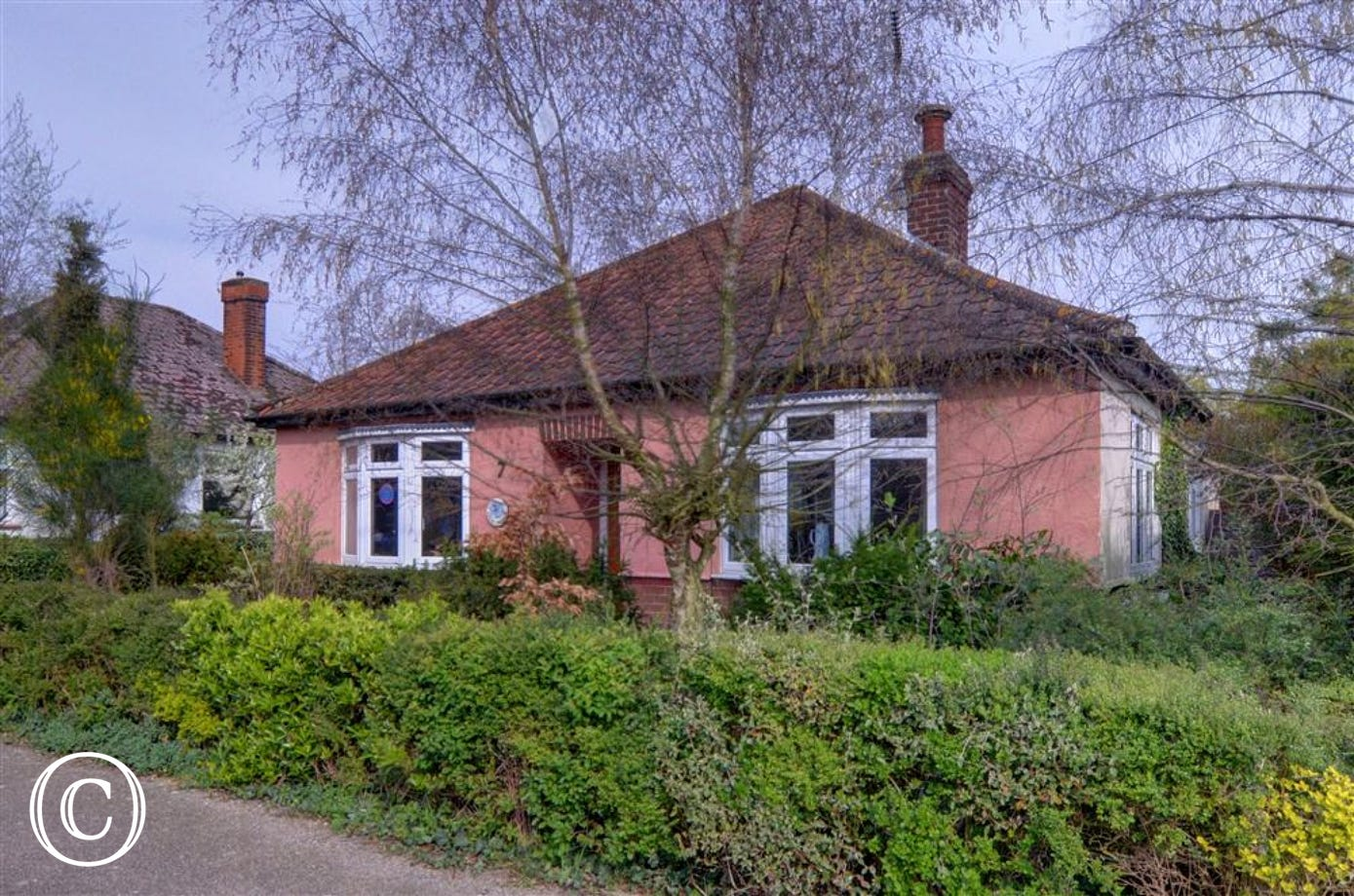 Grebe Cottage is well furnished property all on one level cottage situated in Woodbridge.
