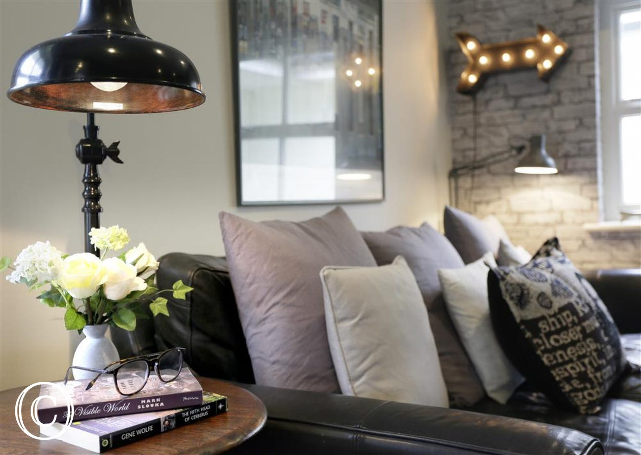 Cosy Sofa with Lamp Lighting
