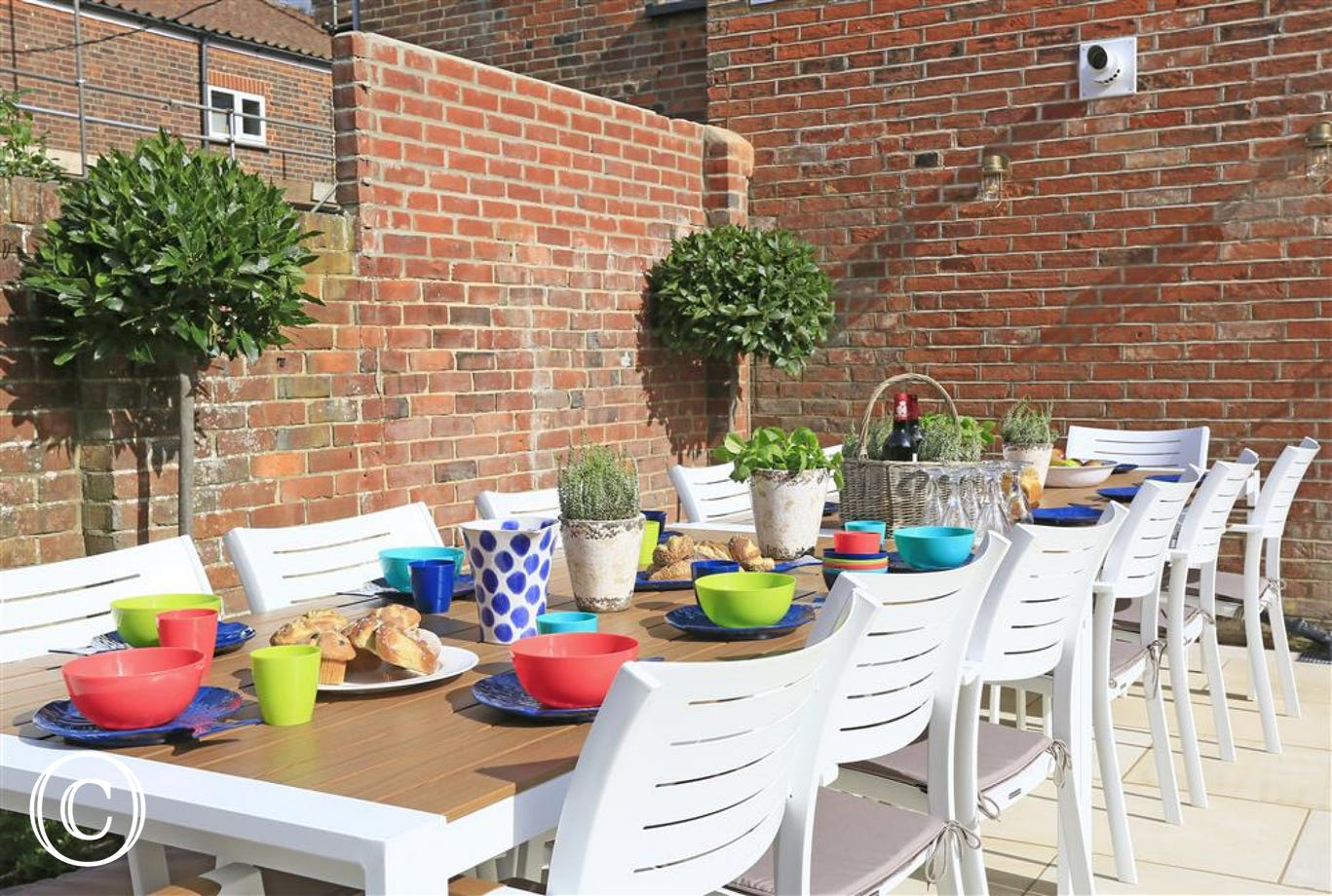 Rear Courtyard with Garden Furniture - View 2