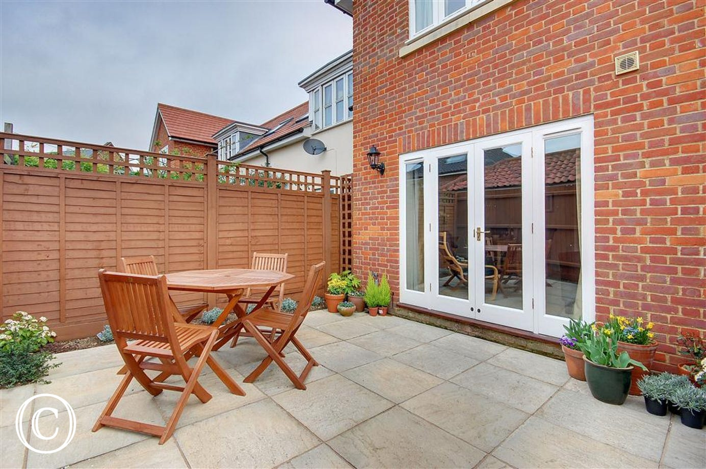 This paved rear courtyard garden with outside garden funriture will enable you to relax and enjoy outside.