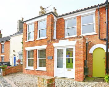 Suffolk Cottage is a beautiful spacious property situated in Suffolk's premiere seaside town - Southwold.