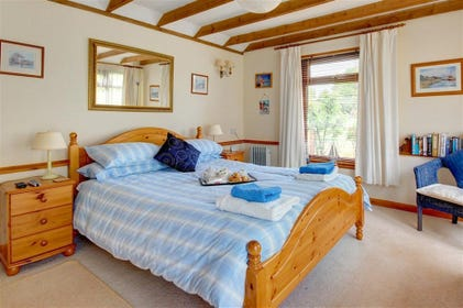 Bright and spacious, get a good nights rest in this fabulous double bedroom.
