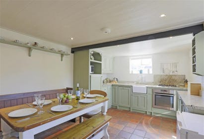 This cottage style kitchen is welcoming and perfect for whipping up a feast for all. The bench style dining area means you can all gather together and enjoy meal times.