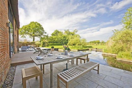 outstanding barn conversion with an inspirational modern style only 8 miles from Southwold ...