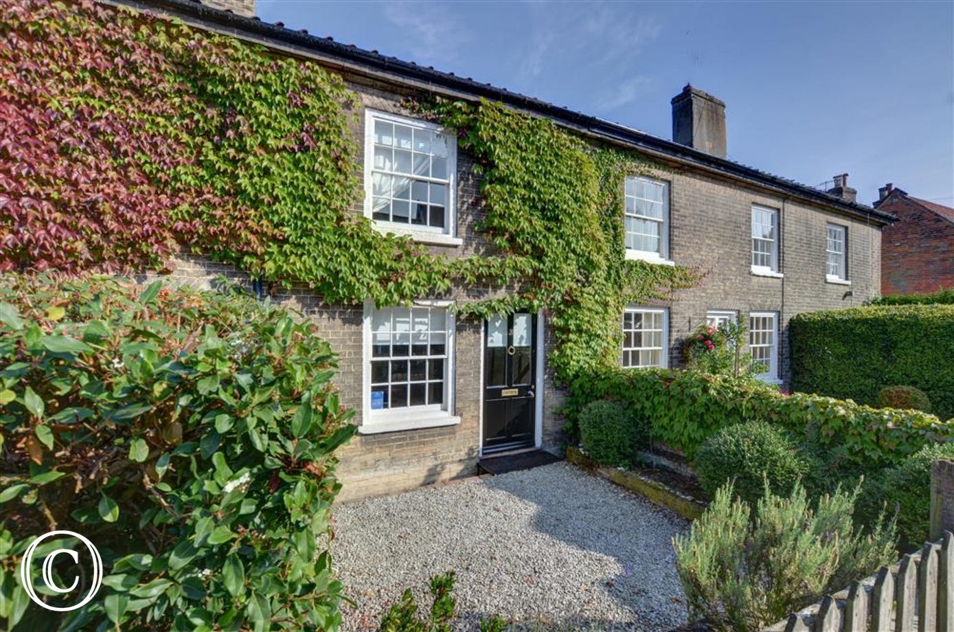 Angel Cottage in Saxmundham is a charming property for 4 people with amenities close by.