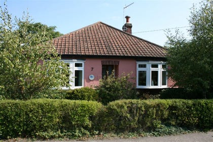 Grebe Cottage is a cute little cottage situated very close to Woodbridge.